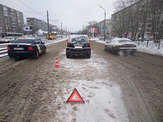 В Череповце водитель «Ниссана» сбил на «зебре» женщину с детской коляской