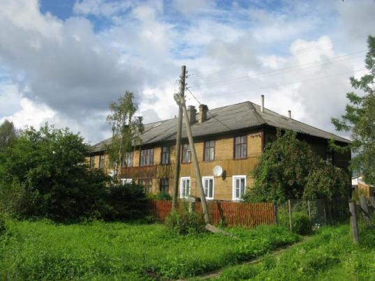Жители поселка Белоусово Вытегорского района добились ремонта своего дома через прокуратуру