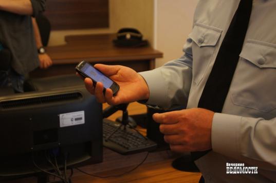 В Вожегодском районе должник не захотел отдавать приставам свой смартфон