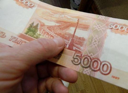 В Череповце покупатель обманул продавца, затребовав сдачу с пятитысячной купюры, которую не отдал