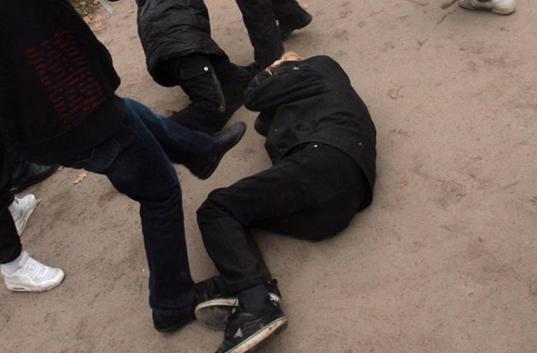 В Вологде двое парней и трое девушек жестоко избили молодого человека