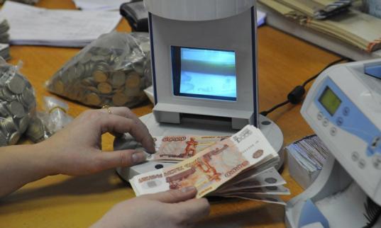 В Череповце кассир банка спасла пенсионерку от мошенников