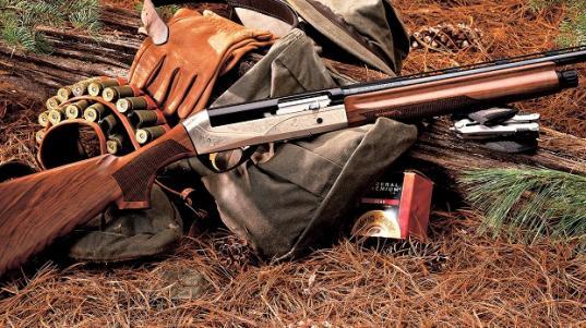 В Череповецком районе браконьер в лесу случайно подстрелил другого охотника
