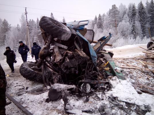 В Бабушкинском районе на переезде столкнулись лесовоз и поезд