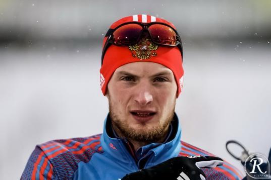Вологжанин Максим Цветков завоевал золото и бронзу кубка России по биатлону
