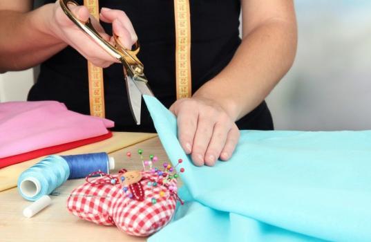 В Вологодской области начались бесплатные курсы по кройке и шитью и парикмахерскому искусству