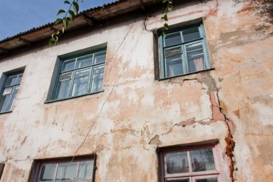 В Вожегодском районе детям-сиротам предоставили непригодный для проживания дом