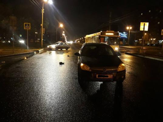 """В Череповце """"Опель"""" на  нерегулируемом пешеходном переходе сбил мужчину: пострадавший в коме"""