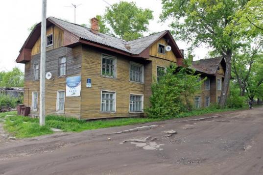 В Соколе прокуратура обязала чиновников снести два расселенных дома