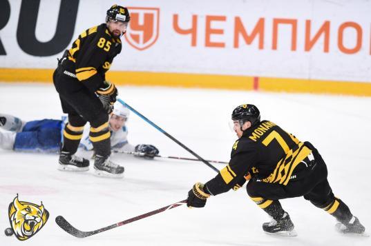 """Хоккейная """"Северсталь"""" проиграла казахстанскому «Барысу» со счетом 3:5"""