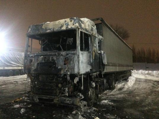 В Череповце загорелась фура: водитель готовил еду на газовой горелке прямо в машине