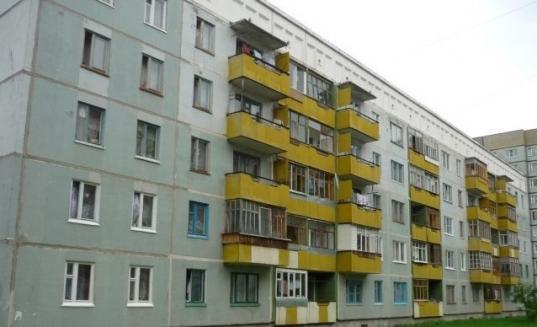 В Вологде с балкона четвертого этажа выпала 5-летняя девочка