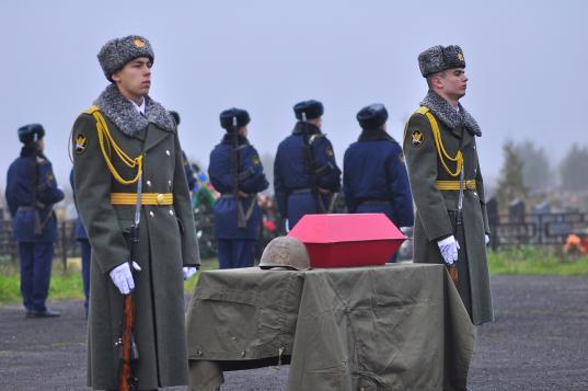 В Вологде на Козинцинском кладбище похоронили красноармейца, погибшего в 1943 году