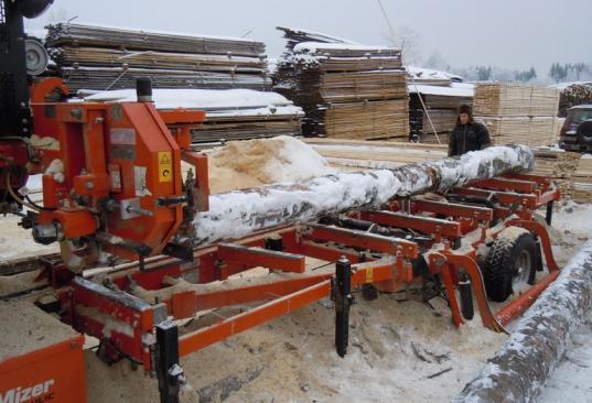 В Бабаевском районе 25-летнего рабочего травмировало насмерть пилорамой