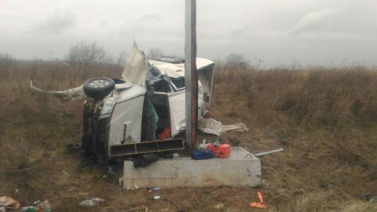 Под Череповцом водитель «Тойоты» вылетел с дороги и врезался в рекламный щит