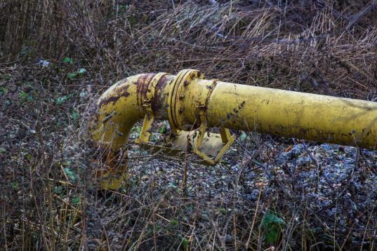 В Кичменгско-Городецком районе прокуратура требует зарегистрировать бесхозный водопровод в селе Еловино