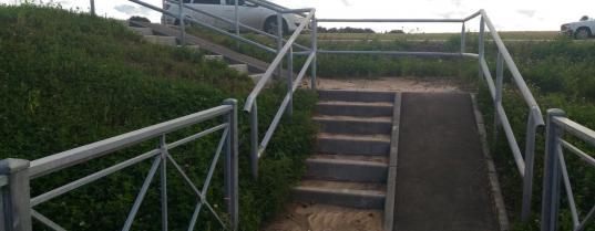 На отремонтированных трассах в Вологде установили недоступные для инвалидных колясок пандусы
