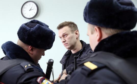 ЕСПЧ обязал российские власти выплатить Навальному компенсацию за незаконные задержания