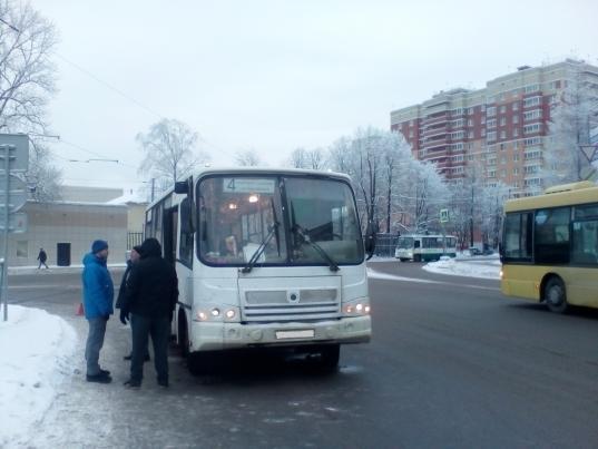 """В Череповце автобус сбил пешехода, переходившего дорогу по """"зебре"""""""