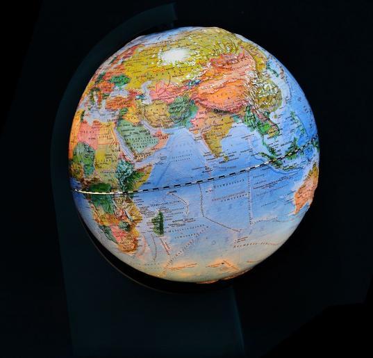 В Великом Устюге установят два глобуса, в которых сделают дырку в Северной Америке