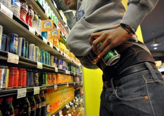Череповчанин украл пиво, надеясь отдохнуть в камере полиции