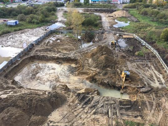 В Вологде спасателям пришлось вытаскивать детей, утонувших в грязи на стройке