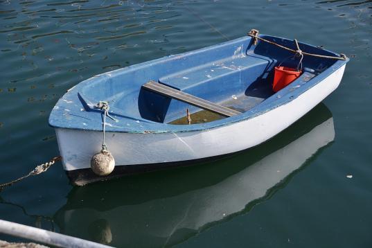 В Череповецком районе разыскивают мужчину с украденной лодкой