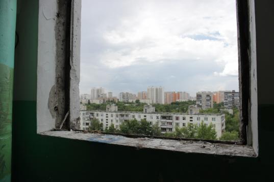 В Череповце 41-летняя женщина выпала из окна шестого этажа после расставания с мужем