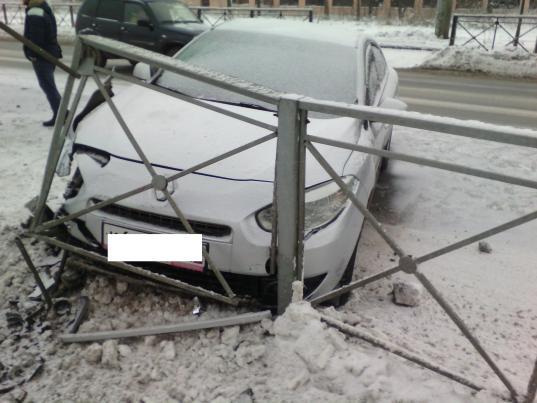 В Вологде на Белозерском шоссе машину отбросило на пешехода на «зебре»