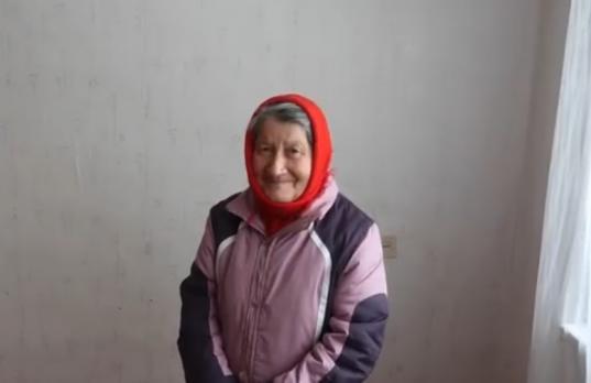 Интернет-пользователи купили квартиру для пенсионерки из Стризнево, собиравшей в лесу валежник