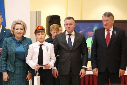 Шестиклассника из Великого Устюга наградили медалью МЧС за спасение утопающих