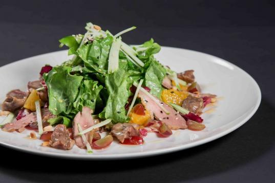 Суд отклонил иск череповчанина о взыскании морального вреда за отсутствие в салате «любви повара»