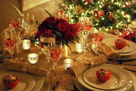 Вологдастат оценил траты семьи на новогодний стол в 6,7 тысяч рублей
