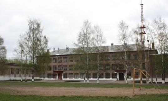 В Череповце за школой №16 нашли труп 31-летнего бездомного мужчины